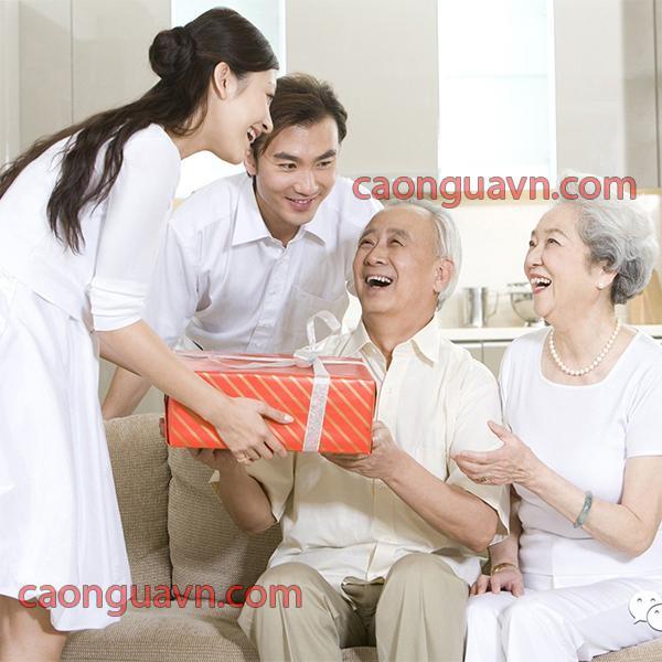 Mua quà cho người già cần chọn món quà ý nghĩa